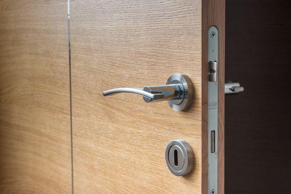 Kolor drzwi a wnętrza – jakie drzwi będą odpowiednie?